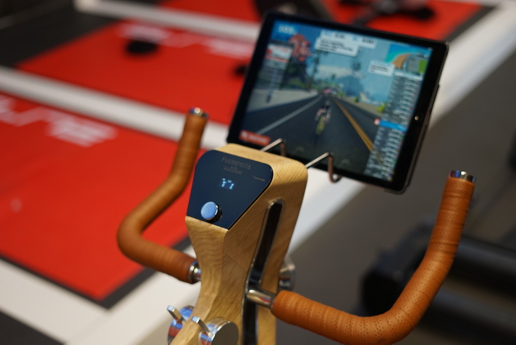 TitaniumGeek LRG DSC09462 Elite Fuoripista Hands on​ and Elite Factory Visit Cycling Gear Reviews Smart Trainers Zwift  Zwift Turbo Trainer elite Drivo II Drivo direto   Image of LRG DSC09462