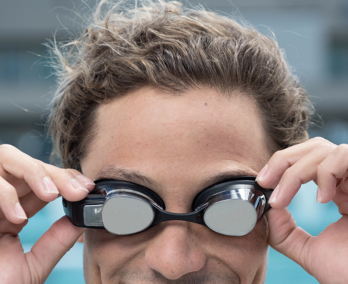 TitaniumGeek img 1433 1 FORM Swim Goggles   Pipeline Post Gear Reviews Triathlon    Image of img 1433 1